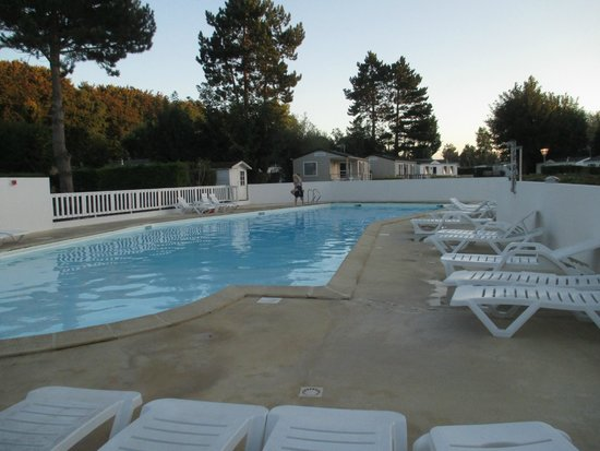 Batiments picture of camping le havre de berniere for Camping cabourg piscine