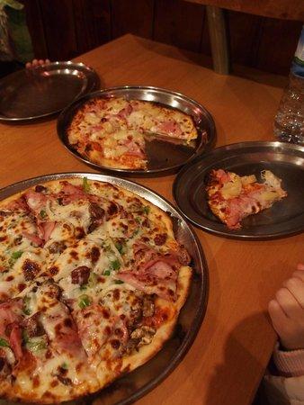 Papadino's Katoomba Pizzeria and Family Restaurant: Our ordered Pizza