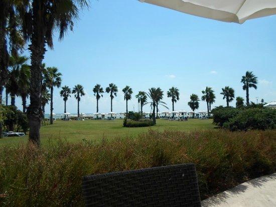 SENTIDO Zeynep Golf & Spa: Looking to the beach