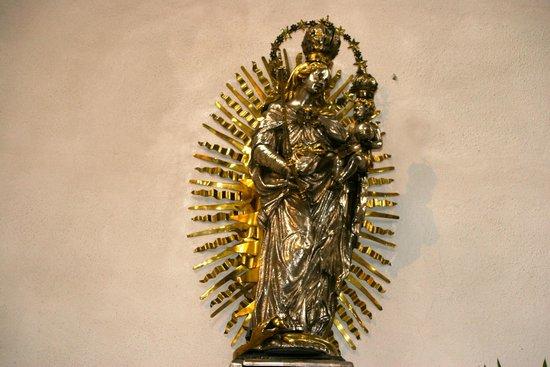 St. Mary's Chapel: La Vierge en Argent