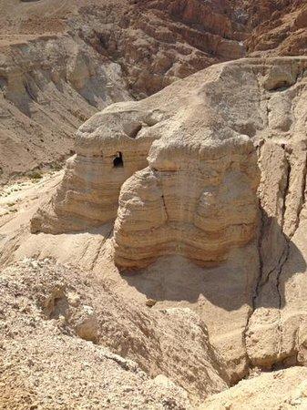 Qumran Caves : Add a caption