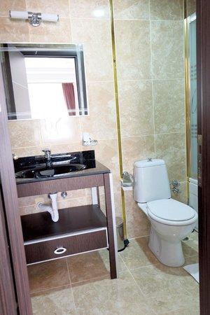 Oz Cavusoglu Hotel: bathroom