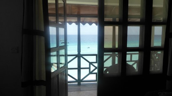 Langi Langi Beach Bungalows: Siti Suite looking out to the balcony
