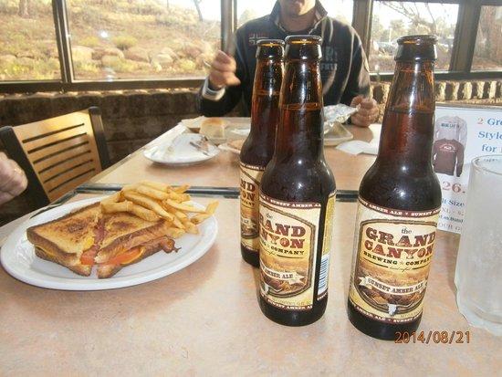Yavapai Lodge Restaurant: Piatto e birra