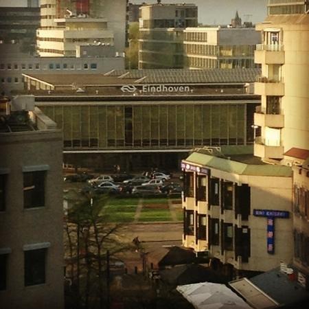 Hampshire Hotel - Crown Eindhoven: localizacao do hotel