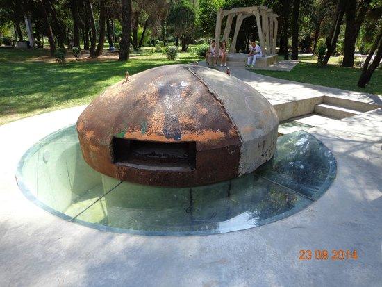 Enver Hoxha Pyramid: Бункер в центре Тираны(жуткое впечатление)
