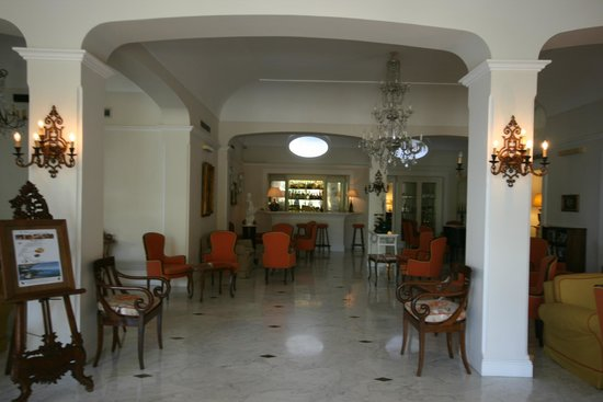 Grand Hotel Ambasciatori : Bar area
