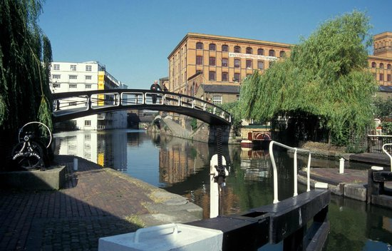 Holiday Inn London - Camden Lock: Scenic tow path by the hotel