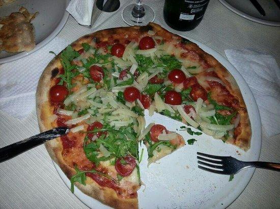 Le Monache: Pizza Pomodorina