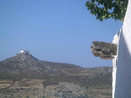 Chapel of Profitis Ilias: Le mont Prophitis Ilias depuis Chora