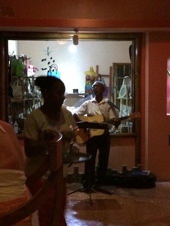 Cafe des Arts: Nice Music !