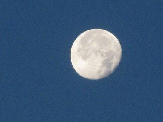 El Sombrero : the moon shot from apt16