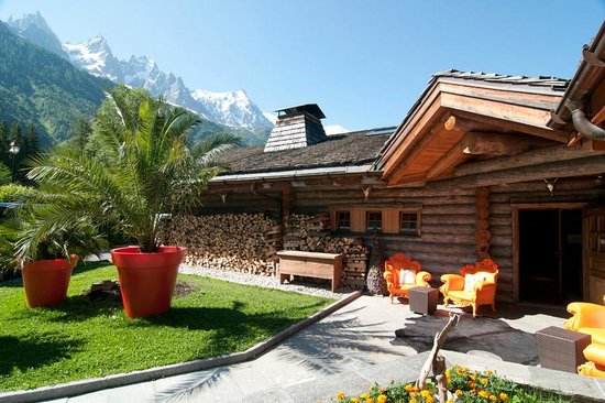 Photo of French Restaurant La Cabane des Praz at 27, Route Golf, Chamonix, France