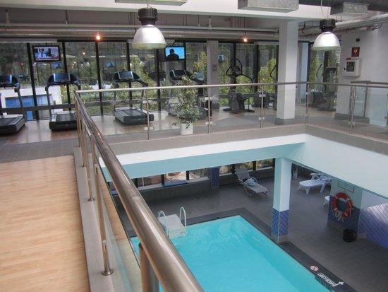 Sheraton Tirana Hotel: Zwembad en fitness