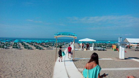 Spiaggia - Picture of Cieloverde Camping Village, Marina di Grosseto ...