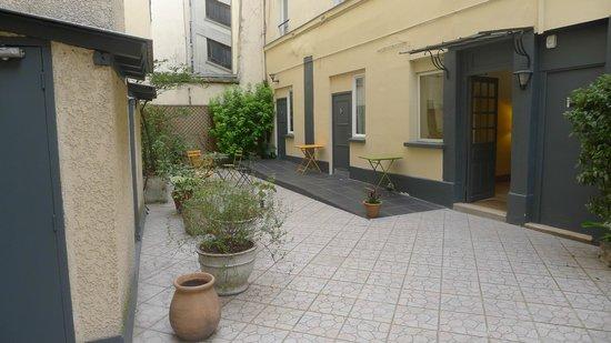 Hotel Parisiana : Courtyard