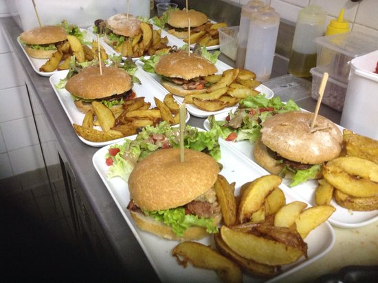 burger foie gras et magret picture of restaurant le corgnacois corgnac sur l 39 isle tripadvisor. Black Bedroom Furniture Sets. Home Design Ideas