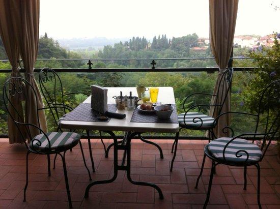 Albergo Quattro Gigli : Breakfast patio