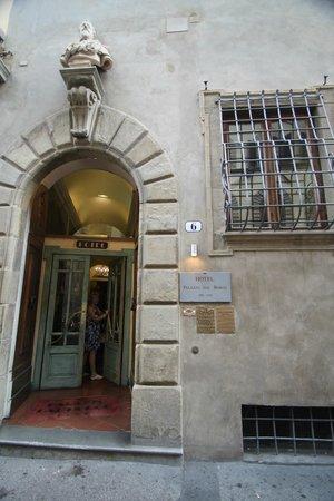 Palazzo dal Borgo Hotel Aprile : Hotel Entrance - unobtrusive in the historic street scene