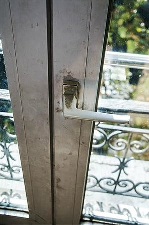 Hipotel Gambetta: handles were at best grubby, at worst downright filthy