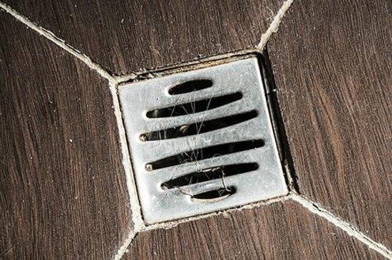 Hipotel Gambetta : hairs in the in the bathroom drain