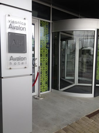 Hotel Avalon: The hotel entrance