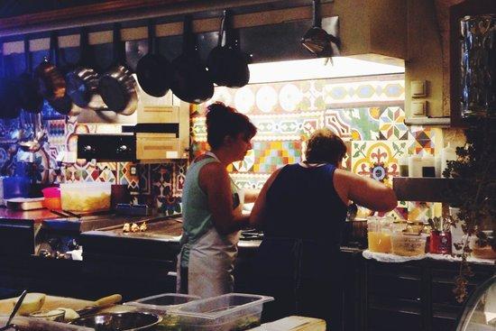 Raki Ba Raki: Женщины готовят все при вас