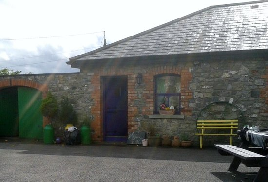 Slane Farm Hostel: A cottage which some of us shared