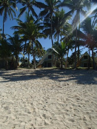 Tubakula Beach Bungalows: view from beach waterline