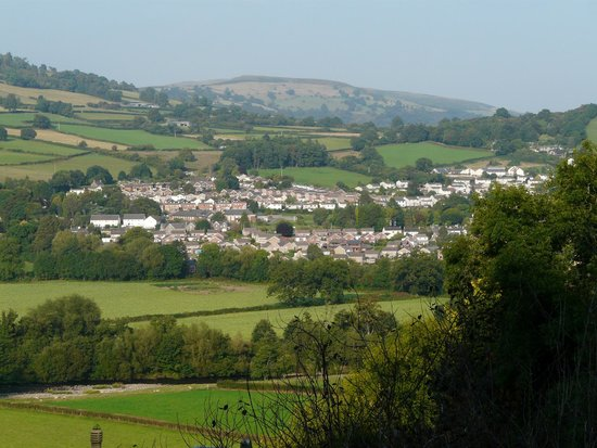 Ty Croeso Bed & Breakfast : Crickhowell from hotel room window