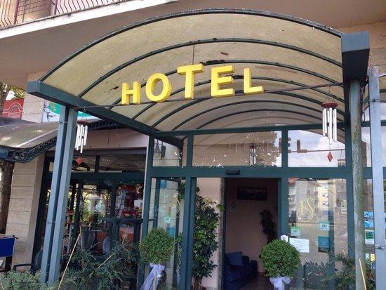Hotel Serena: Ingresso.
