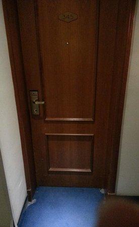 Golden Tulip Vivaldi Hotel : porta di entrata stanza 345