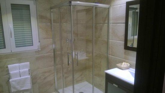 Hotel Los Jeronimos: душ