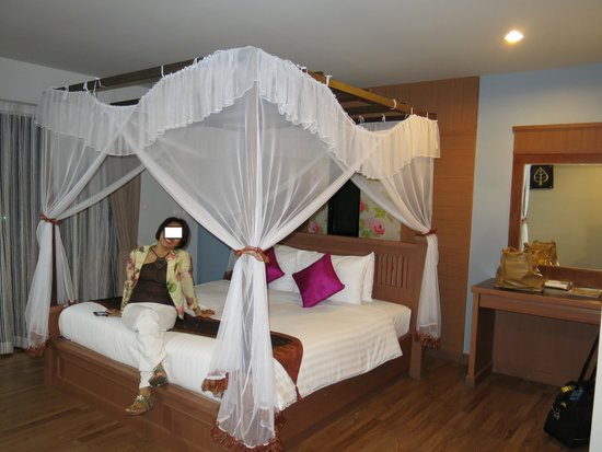 Bhukitta Hotel & Spa: Poster-bed is a nice touch