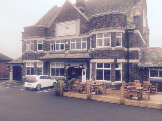 The Saracen's Head Steakhouse: Updated photo of the front