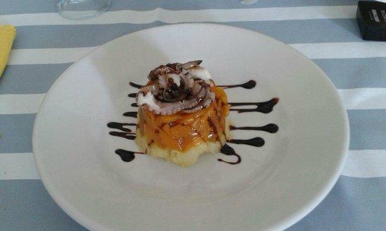 Beagle Hotel : Tortino di patate, peperoni e polipetti grigliati su glassa di aceto balsamico