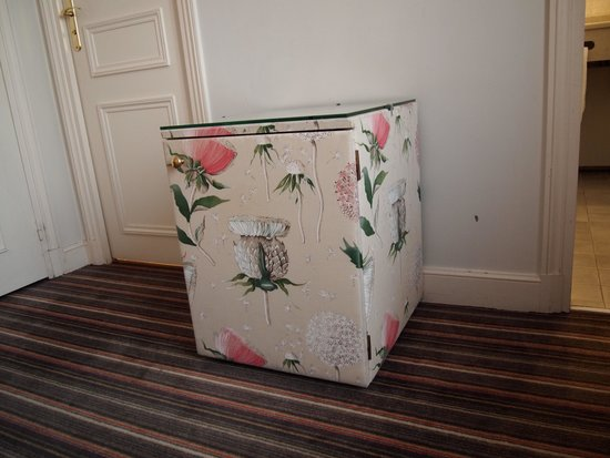Le Relais Madeleine: 花柄の冷蔵庫