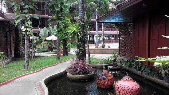 Royal Phawadee Village: View to the pool