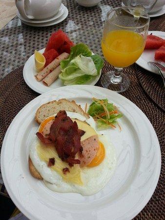 Ambassador in Paradise Resort : Breakfast