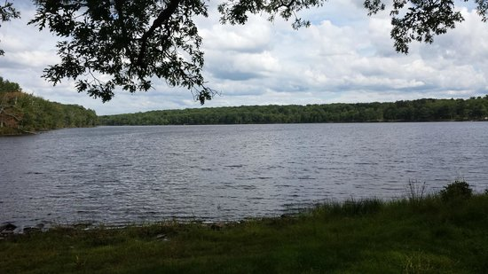 Eagle Village Resort: 90 Acre Lake - great for rowing!
