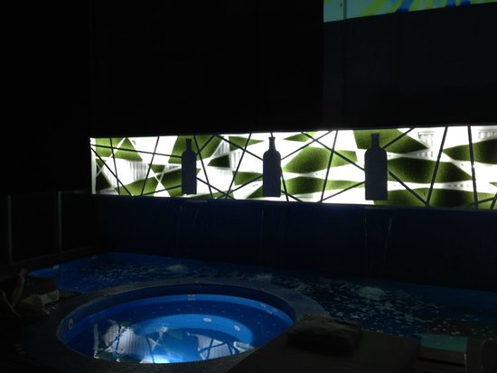 Axel Hotel Barcelona & Urban Spa: Pool at night