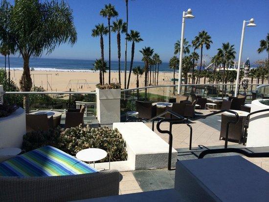 Loews Santa Monica Beach Hotel: vista dalla piscina