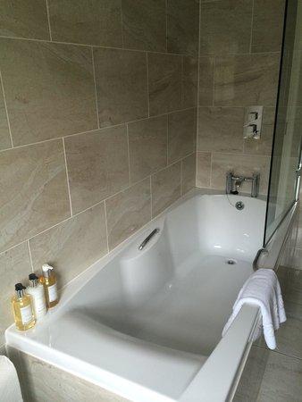 Mill End Hotel: Beautiful bathroom