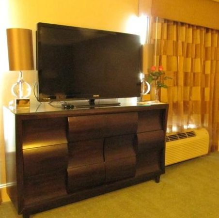 Town & Country Inn and Suites: TV - did not watch it, but was there -loved the dresser/hutch