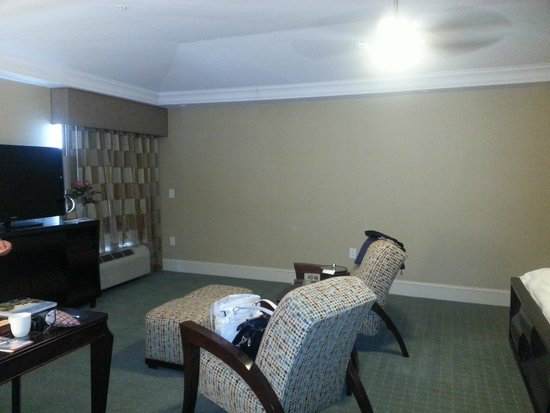 Town & Country Inn and Suites: comfortable sitting area