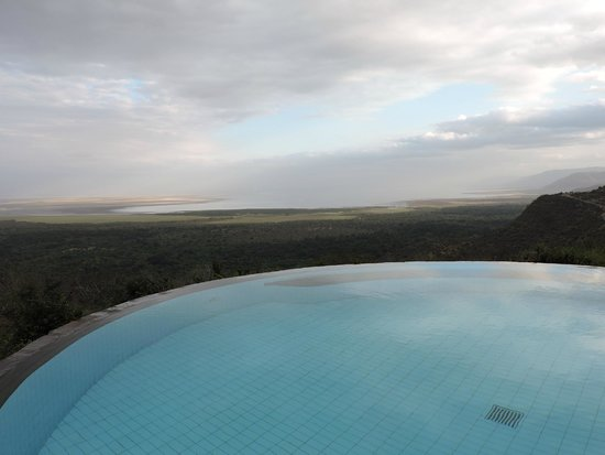 Lake Manyara Serena Lodge: Vista dalla piscina