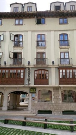 Meson del Cid: front of the hotel