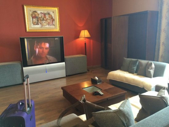Hawthorn Hotel & Suites Hawally Kuwait : That's one gigantic tv screen