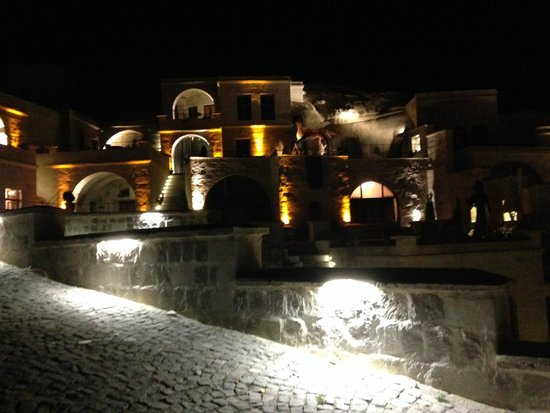 Phocas Cave Suites : Phocas Cave at night