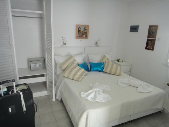 Marina View: Inside room